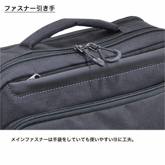 ネオプロの軽量ショルダーバッグのメインファスナーは手袋をしていても使いやすい様にファスナー引き手リングがついていてサッと指を引っかけやすくなっています。