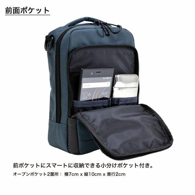 ネオプロの軽量ショルダーバッグの 前面ポケットは、 前ポケットにスマートに収納できる小分けポケット付き。 オープンポケット中: 横10cm x 縦12cm。オープンポケット小: 横8cm x 縦12cm 。