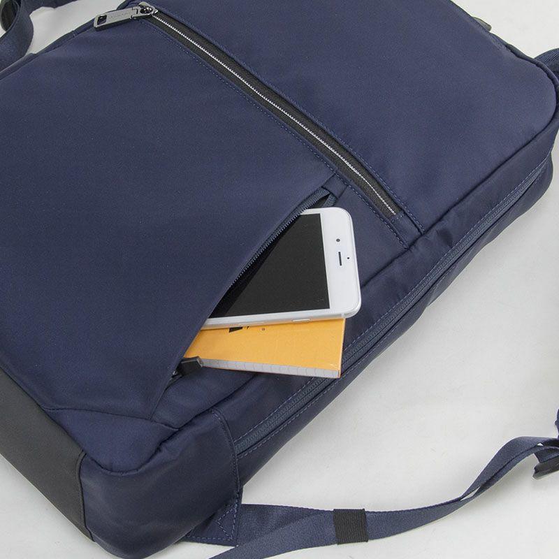 ネオプロ・ジェントルのリュックは、メインルーム背面にはタブレットポケットあります。